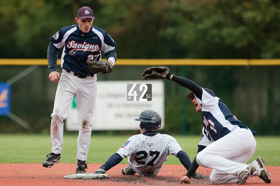 23 October 2010: Romain Scott-Martinez of Savigny tags out Joris Bert in front of Fabien Proust during Savigny 8-7 win (in 12 innings) over Rouen, during game 3 of the French championship finals, in Rouen, France.
