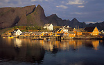 Norwegen, Nordland, Lofoten, Sakrisoy: Fischerdorf | Norway, Nordland, Lofoten Islands, Sakrisoy: fishing village