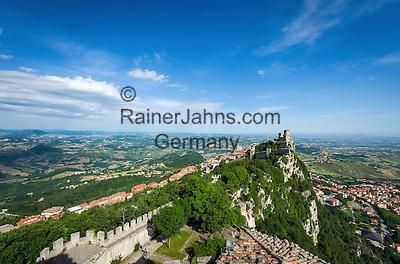 Republic of San Marino, San Marino City: Fortress of Guaita on top of Monte Titano | Republik San Marino, San Marino Stadt: die Festung La Guaita auf dem Monte Titano