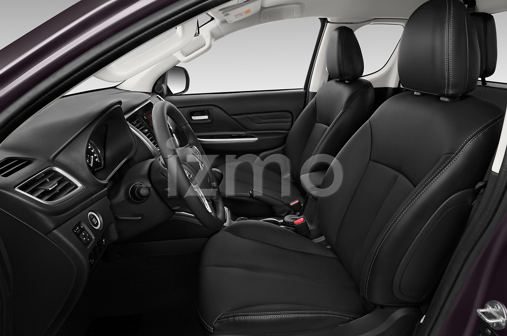 Front seat view of 2020 Mitsubishi L200 Instyle 4 Door Pick-up Front Seat  car photos