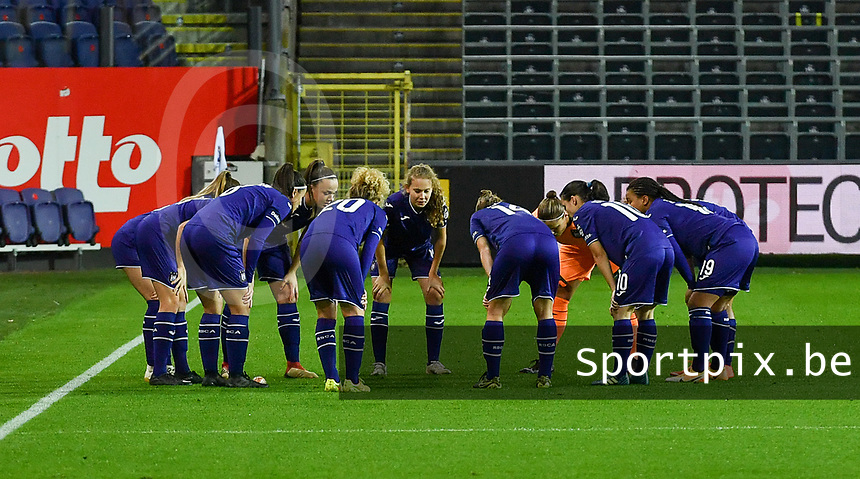 Anderlecht team  pictured ahead of  a female soccer game between RSC Anderlecht Dames and Northern Irish Linfield Ladies  in the first qualifying round for the Uefa Womens Champions League of the 2020 - 2021 season , Wednesday 4 th of November 2020  in ANDERLECHT , Belgium . PHOTO SPORTPIX.BE | SPP | DAVID CATRY
