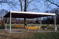Frankfurt: Shelter in Gruneburg Park. Less is more? Photo '87.