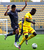 BOGOTA - COLOMBIA, 25-10-2020: Bogota F.C. y Tigres F. C., durante partido por la fecha 14 del Torneo BetPlay DIMAYOR 2020 jugado en el estadio Metropolitano de Techo  en la ciudad de Bogota. / Bogota F.C. and Tigres F. C., during a match for the 14th date of the BetPlay DIMAYOR 2020 tournament played at the Metropolitano de Techo de stadium in Bogota city. / Photo: VizzorImage / Samuel Norato / Cont.