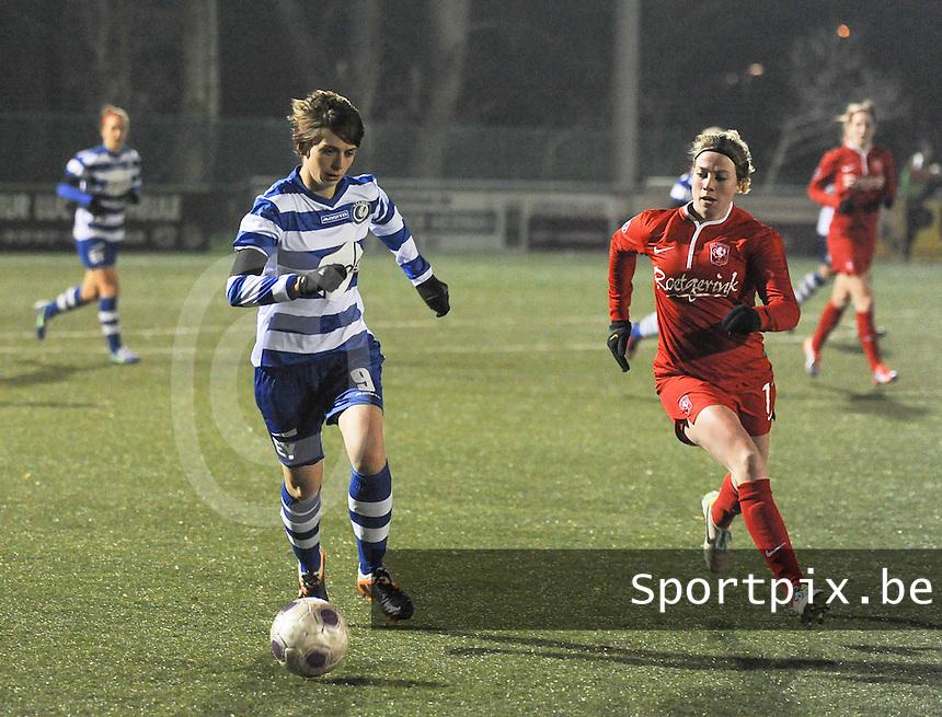 AA GENT LADIES - FC TWENTE :<br /> Evelien Van Sinay (L) is sneller dan Marlous Pieete (R)<br /> foto Dirk Vuylsteke / Nikonpro.be