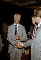 Bobby Orr<br />  et autres joueurs lors de la remise des trophes de la  LNH, le 1er juin 1980.<br /> <br /> Gretzky a entre-autre recu le Trophé HART.<br /> <br /> PHOTO : Agence Quebec Presse