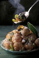 Gastronomie générale / Cuisine générale :  Escargots à la poulette en coquille