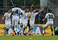 ENVIGADO - COLOMBIA, 03-04-2019: Sherman C‡rdenas, de AtlŽtico Bucaramanga celebra con sus compa–eros de equipo el segundo gol anotado al Envigado F. C., durante partido entre Envigado F. C. y AtlŽtico Bucaramanga de la fecha 13 por la Liga çguila I 2019, en el estadio Polideportivo Sur de la ciudad de Envigado. / Sherman Cardenas, of Atletico Bucaramanga celebrates with his teamates the second scored goal to Envigado F. C., during a match between Envigado F. C., and Atletico Bucaramanga of the 13th date  for the Leguaje Aguila I 2019 at the Polideportivo Sur stadium in Envigado city. Photo: VizzorImage / Le—n Monsalve / Cont.