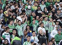 BOGOTÁ -COLOMBIA, 16-11-2014. Aspecto del encuentro entre Independiente Santa Fe y Atlético Nacional por la fecha 1 de los cuadrangulares finales de la Liga Postobón II 2014 jugado en el estadio Nemesio Camacho El Campín de la ciudad de Bogotá./ Aspect of the match between Independiente Santa Fe and Atletico Nacional for the first date of the final quadrangular of the Postobon League II 2014 played at Nemesio Camacho El Campin stadium in Bogotá city. Photo: VizzorImage/ Gabriel Aponte / Staff