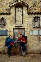 """Pilger an """"Weinquelle"""" von Irache, Estella, Navarra, Spanien"""
