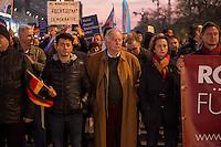 """AfD protestiert in Berlin gegen die Fluechtlingspolitik der Bundesregierung.<br /> Am Samstag den 31. Oktober 2015 versammelten sich ca. 250 Anhaenger der Rechts-Partei Alternative fuer Deutschland (AfD) zu einer Kundgebung gegen die Fluechtlings- und Asylpolitik der Bundesregierung. Dabei wurde die Bundeskanzlerin Angela Merkel mehrfach scharf angegriffen. Die Berichterstattung ueber Fluechtlinge in den Medien wurde mit lautstarken Rufen """"Luegenpresse"""" beschimpft.<br /> Der brandenburgische Landesvorsitzende Gauland forderte eine Fluechtlingspolitik wie in Japan, wo angeblich nur 20 Fluechtlinge pro Jahr aufgenommen werden.<br /> Etwa 350 Menschen protestierten gegen die Veranstaltung der Rechten und blockierten kurzzeitig deren Marschroute. Die Polizei ordnete daraufhin eine verkuerzte Route an und raeumte dafuer der AfD den Weg frei.<br /> Im Bild 1. vr. neben dem Transparent: Beatrix Amelie Ehrengard Eilika von Storch, geborene Herzogin von Oldenburg, stellvertretende AfD-Vorsitzende.<br /> Bildmitte: Alexander Gauland, AfD-Landesvorsitzender aus Brandenburg.<br /> 31.10.2015, Berlin<br /> Copyright: Christian-Ditsch.de<br /> [Inhaltsveraendernde Manipulation des Fotos nur nach ausdruecklicher Genehmigung des Fotografen. Vereinbarungen ueber Abtretung von Persoenlichkeitsrechten/Model Release der abgebildeten Person/Personen liegen nicht vor. NO MODEL RELEASE! Nur fuer Redaktionelle Zwecke. Don't publish without copyright Christian-Ditsch.de, Veroeffentlichung nur mit Fotografennennung, sowie gegen Honorar, MwSt. und Beleg. Konto: I N G - D i B a, IBAN DE58500105175400192269, BIC INGDDEFFXXX, Kontakt: post@christian-ditsch.de<br /> Bei der Bearbeitung der Dateiinformationen darf die Urheberkennzeichnung in den EXIF- und  IPTC-Daten nicht entfernt werden, diese sind in digitalen Medien nach §95c UrhG rechtlich geschuetzt. Der Urhebervermerk wird gemaess §13 UrhG verlangt.]"""