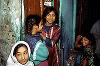 Young girls in Peshawar.<br /> 17.2.2001, Lahore/Pakistan<br /> Copyright: Christian-Ditsch.de<br /> [Inhaltsveraendernde Manipulation des Fotos nur nach ausdruecklicher Genehmigung des Fotografen. Vereinbarungen ueber Abtretung von Persoenlichkeitsrechten/Model Release der abgebildeten Person/Personen liegen nicht vor. NO MODEL RELEASE! Nur fuer Redaktionelle Zwecke. Don't publish without copyright Christian-Ditsch.de, Veroeffentlichung nur mit Fotografennennung, sowie gegen Honorar, MwSt. und Beleg. Konto: I N G - D i B a, IBAN DE58500105175400192269, BIC INGDDEFFXXX, Kontakt: post@christian-ditsch.de<br /> Bei der Bearbeitung der Dateiinformationen darf die Urheberkennzeichnung in den EXIF- und  IPTC-Daten nicht entfernt werden, diese sind in digitalen Medien nach §95c UrhG rechtlich geschuetzt. Der Urhebervermerk wird gemaess §13 UrhG verlangt.]