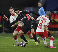 Fussball, Herren, Saison 2020/2021, Champions League Achtelfinale / Hinspiel in Budapest, RB Leipzig - FC Liverpool 0:2, v. l. Lukas Klostermann RB Leipzig, Mohamed Salah FC Liverpool, Angelino RB Leipzig, 16.02. 2021, *** Football, Men, 2020 2021 season, Champions League Round of 16 first leg in Budapest, RB Leipzig FC Liverpool 0 2 , v l Lukas Klostermann RB Leipzig , Mohamed Salah FC Liverpool , Angelino RB Leipzig , 16 02 2021, Copyright: xSzilviaxMichellerx/xMatthiasxKochx <br /> Budapest 16/02/2021 Stamford Bridge <br /> Football Uefa Champions League 2019/2020 Round of 16 Leg 1<br /> RB Leipzig - FC Liverpool <br /> Photo Imago/Insidefoto <br /> ITALY ONLY