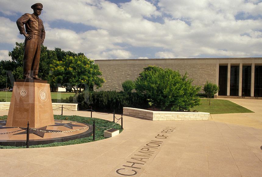 Abilene, KS, Dwight D. Eisenhower, Kansas, Statue of Dwight D. Eisenhower outside the Eisenhower Presidential Library at the Eisenhower Center in Abilene.