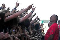 With Full Force Festival 2008 - 4.-6.7.2008  Flugplatz Roitzschjora b. Löbnitz - Das größte und breitgefächertste Metal- und Hardcorefestival in Ostdeutschland - drei Tage volle Dröhnung - über 60 Bands - Headliner in diesem Jahr u.a. Bullet for my Valentine , Machine Head , Ministry und In Flames - im Bild: Diese Blicke der Herren in rot bremsen den Mob von links..Foto: Norman Rembarz.
