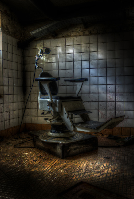 From an earlyer trip to the Heilstätten. Back then one could wonder round and not see anyone.<br /> Thee dentist chair of horror.