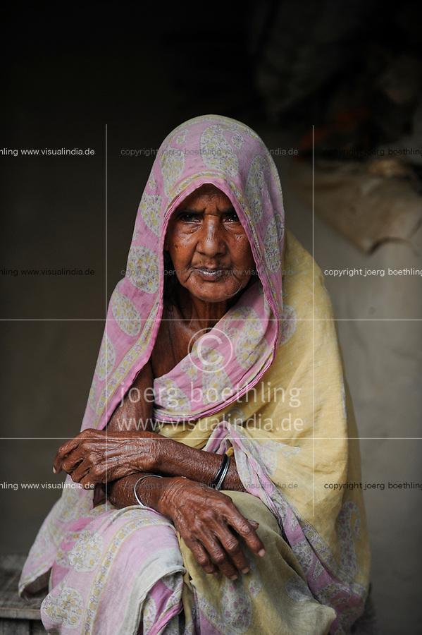 BANGLADESH, Region Madhupur, old muslim woman, Hamida Begun