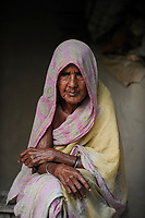 BANGLADESH, Region Madhupur, old muslim woman, Hamida Begun