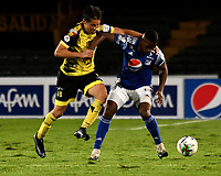 BOGOTA - COLOMBIA, 15-11-2020: Breiner Paz de Millonarios F. C. y Jhon Hernandez de Alianza Petrolera disputan el balon, durante partido entre Millonarios F. C. y Alianza Petrolera de la fecha 20 por la Liga BetPlay DIMAYOR 2020 jugado en el estadio Nemesio Camacho El Campin de la ciudad de Bogota. / Breiner Paz of Millonarios F. C. and Jhon Hernandez of Alianza Petrolera figth for the ball, during a match between Millonarios F. C. and Alianza Petrolera of the 20th date for the BetPlay DIMAYOR League 2020 played at the Nemesio Camacho El Campin Stadium in Bogota city. / Photo: VizzorImage / Luis Ramirez / Staff.