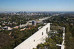 United States of America, California, Los Angeles: Getty Center museum with views to downtown | Vereinigte Staaten von Amerika, Kalifornien, Los Angeles: Getty Center Museum mit LA Skyline