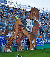 19.08.2018, Football DFB Pokal 2018/2019, 1. round, Tsv 1860 Muenchen - Holstein Kiel, Gruenwalderstadium Muenchen. die Loewen fressen den Sgoalch<br /><br /><br />***DFB rules prohibit use in MMS Services via handheld devices until two hours after a match and any usage on internet or online media simulating video foodaye during the match.***  *** Local Caption *** © pixathlon<br /> <br /> Contact: +49-40-22 63 02 60 , info@pixathlon.de