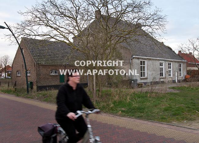 Huissen, 200312<br /> Exterieur huize Zonnehoeve. <br /> Foto: Sjef Prins - APA Foto