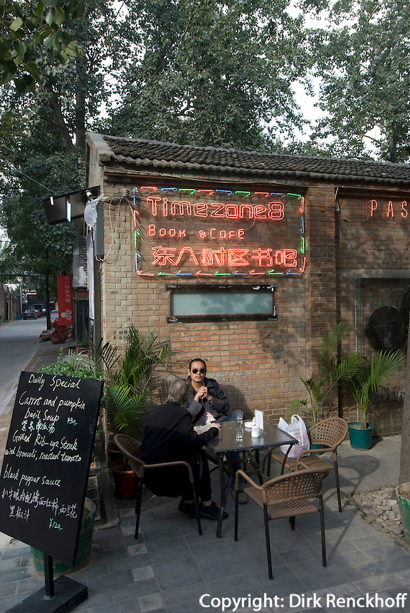 China, Peking (Beijing), Restaurant im Dashanzi Art District in ehemaligen Fabrikhallen, Jiuxianqiao Lu 4