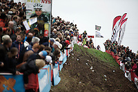 Exactly 1 year before, the Jaarmarktcross was the last race Sven Nys (BEL/Crelan-AAdrinks) managed to win before no longer being able to be as dominant as before in his career. Here he is actually leading the race again in the 3rd lap down the tricky slope.<br /> <br /> Jaarmarktcross Niel 2015  Elite Men & U23 race
