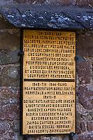 Europe/France/Aquitaine/64/Pyrénées-Atlantiques/Pays-Basque/Mendive: La chapelle Saint-Sauveur d'Iraty, c'était une étape sur le chemin de Saint-Jacques de Compostelle -(  Détail plaque qui commémore un réseau belge qui passait des clandestins vers l'espagne  durant la dernière guerre)
