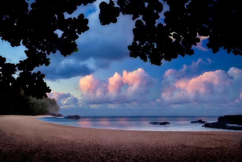 Sunrise on Lumahai Beach. Kauai, Hawaii