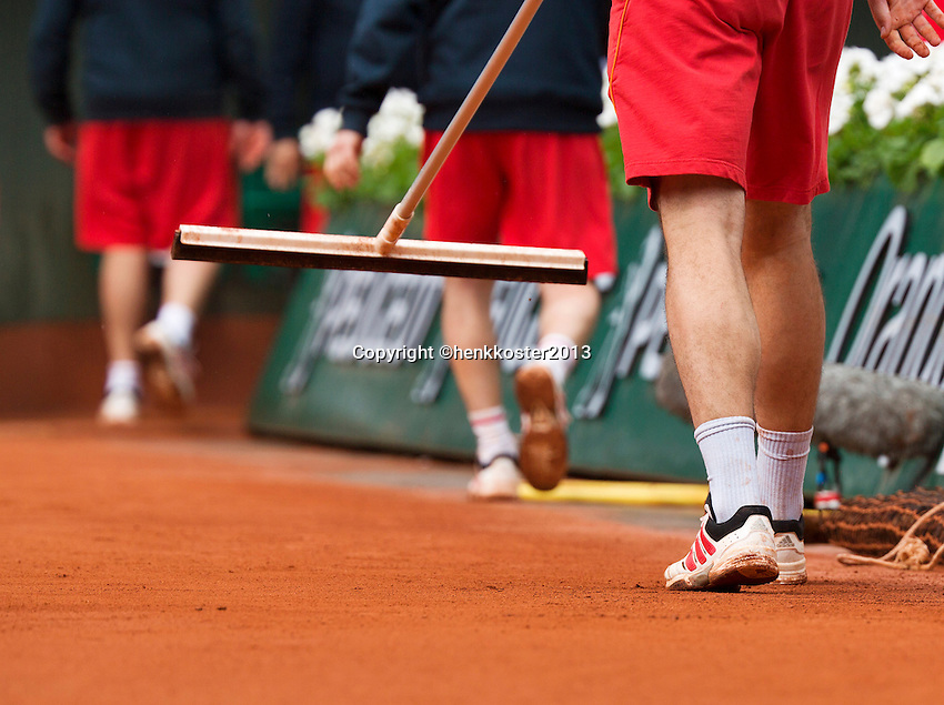 30-05-13, Tennis, France, Paris, Roland Garros, court maintenance