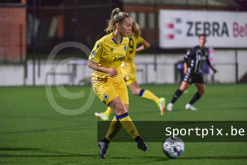 Celien Guns (10) of Club Brugge pictured during a female soccer game between Sporting Charleroi and Club Brugge YLA on the sixth matchday in the 2021 - 2022 season of Belgian Scooore Womens Super League , friday 8 October 2021 in Marcinelle , Belgium . PHOTO SPORTPIX | STIJN AUDOOREN