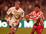 UNAM Pumas midfielder Marco Antonio Palacios (L) battles for the ball against Necaxa Rayos defender  Luis Omar Hernandez during their soccer match at the Olympic Stadium in Mexico City, February 1, 2006. UNAM tied 0-0 to Necaxa. Photo by Heriberto Rodriguez
