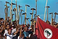 """Integrantes do MST - Movimento dos Sem Terra - invadiram a fazenda Ch""""o de Estrelas de propridade do ent""""o senador Jader Barbalho. <br /> 06/01<br /> ©FOTO: Paulo Santos/ Interfoto<br /> Negativo N∫ 7905"""
