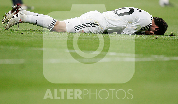 Real Madrid's Gonzalo Higuain dejected during UEFA Champions League match. March 10, 2010. (ALTERPHOTOS/Alvaro Hernandez)