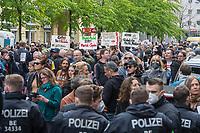 """Auf und rund um den Rosa-Luxemburg-Platz in Berlin-Mitte haben am Samstag den 25. April 2020 mehrere hundert Menschen gegen die Einschraenkungen im Zuge der Massnahmen zur Eindaeemung der Covid-19-Pandemie protestiert. Rechtsextremisten, Hooligans, Antisemiten, Verschwoerungstheoretiker und AfD-Politiker hatten zu einer sogenannten """"Hygiene-Demo"""" versammelt. Vereinzelt protestierten Menschen am Rande gegen diese Demonstration.<br /> Die Polizei war mit mehreren hundert Beamten im Einsatz und nahm mehr als 100 Personen fest.<br /> Im Bild: Die Polizei hat den Zugang zum Platz abgeriegelt. Vor der Absperrung sammeln sich die Demonstranten. Einige der Demonstranten halten Schilder mit Verschwoerungstheorien hoch.<br /> 25.4.2020, Berlin<br /> Copyright: Christian-Ditsch.de<br /> [NUR FUER REDAKTIONELLE ZWECKE! Werbung nur auf Anfrage beim Fotografen. Inhaltsveraendernde Manipulation des Fotos nur nach ausdruecklicher Genehmigung des Fotografen. Vereinbarungen ueber Abtretung von Persoenlichkeitsrechten/Model Release der abgebildeten Person/Personen liegen nicht vor. NO MODEL RELEASE! Don't publish without copyright Christian-Ditsch.de, Veroeffentlichung nur mit Fotografennennung, sowie gegen Honorar, MwSt. und Beleg. Konto: I N G - D i B a, IBAN DE58500105175400192269, BIC INGDDEFFXXX, Kontakt: post@christian-ditsch.de<br /> Bei der Bearbeitung der Dateiinformationen darf die Urheberkennzeichnung in den EXIF- und  IPTC-Daten nicht entfernt werden, diese sind in digitalen Medien nach §95c UrhG rechtlich geschuetzt. Der Urhebervermerk wird gemaess §13 UrhG verlangt.]"""