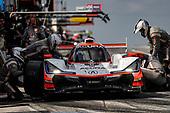 #6 Acura Team Penske Acura DPi, DPi: Juan Pablo Montoya, Dane Cameron, pit stop