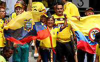 BARRANQUILLA  -COLOMBIA , 28,MARZO-2016. Hinchas de Ecuador antes del encuentro contra  Colombia    por la fecha 6 de las eliminatorias para el mundial de Rusia 2018 jugado en el estadio Metropolitano Roberto Meléndez./ Fans  of Ecuador before match againts of Colombia  during   a match between Colombia and Ecuador as part of FIFA 2018 World Cup Qualifier six date at Metropolitano Roberto Melendez Stadium on March  28, 2015 in Barranquilla, Colombia. Photo: VizzorImage / Felipe Caicedo / Staff