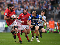 25th September 2021; The Recreation Ground, Bath, Somerset, England; Gallagher Premiership Rugby, Bath versus Newcastle Falcons; Greg Peterson of Newcastle Falcons makes break chased by Ollie Fox of Bath