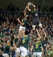 Saturday 11th November 2017; Ireland vs South Africa<br /> Peter O'Mahony beats Lood de Jager to this lineout ball during the Guinness Autumn Series between Ireland and South Africa at the Aviva Stadium, Lansdowne Road, Dublin, Ireland.  Photo by DICKSONDIGITAL