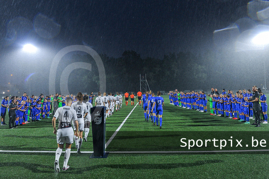 KRC Genk youth welcome the players while they enter the field before a female soccer game between  Racing Genk Ladies and Sporting du pays de Charleroi on the fourth matchday of the 2021-2022 season of the Belgian Scooore Womens Super League , friday 10 September 2021  in Genk , Belgium . PHOTO SPORTPIX   STIJN AUDOOREN