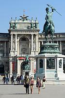 Denkmal Erzherzog Karl auf dem Heldenplatz, dahinter Neue Hofburg, Wien, Österreich, UNESCO-Weltkulturerbe<br /> archduke Karl on Heldenplatz and Neue Hofburg, Vienna, Austria, world heritage