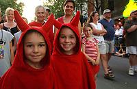 FILE -  Le defile des jumeaux au Festival Juste Pour Rire 2002.<br /> <br /> <br /> PHOTO :  Jacques Pharand<br />  - Agence Quebec Presse