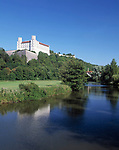 DEU, Deutschland, Bayern, Naturpark Altmuehltal, Eichstaett: Willibaldsburg ueber der Altmuehl | DEU, Germany, Bavaria, Natural Park Altmuehltal, Eichstaett: Willibald Castle and river Altmuehl