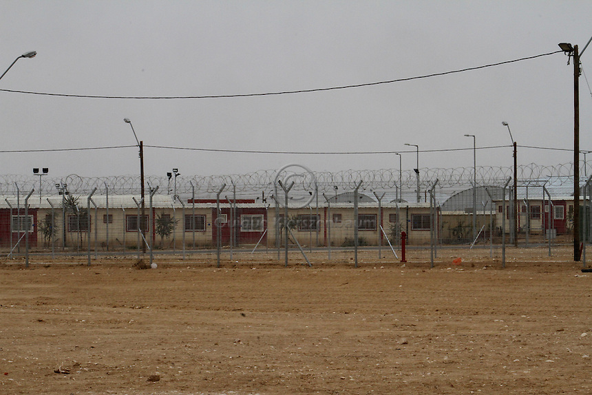 A general view of the detention center Holot, in the Negev dessert in Israel. Around 350 African refugees are been held in Holot detention center, despite big demonstrations held in Tel Aviv and Jerusalem against the detention. Photo: Quique Kierszenbaum