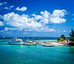 Mexiko, Yucatan, Quintana Roo, Cancun: Liegeplatz fuer Boote am Strand | Mexico, Yucatan, Quintana Roo, Cancun: Boats Moored By Beach