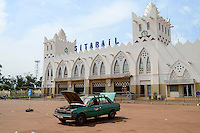 BURKINA FASO , Bobo Dioulasso, railway station of railway line Sitarail , building in islamic mosque architecture style / Bahnhof der staatlichen Eisenbahngesellschaft Sitarail