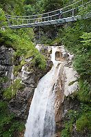 Tscheppa-Schlucht, Tscheppaschlucht, Gebirgsschlucht, Schlucht, Klamm, Bach, Gebirgsbach, Hängebrücke, Brücke, Wasserfall, Alpen, Österreich, Kärnten, Ferlach, Loiblbach, Karawanken. Canyon, gorge, Stream, cascade, waterfall, downfall, rivulet in the mountains, alps, Austria, Carinthia, Karawanks, Karavankas, Karavanks
