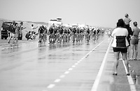 a 3rd large echelon/peloton roles over the Brouwersdam almost 3 minutes after the first one with 20km to go.<br /> <br /> stage 2: Utrecht - Neeltje Jans (166km)<br /> 2015 Tour de France