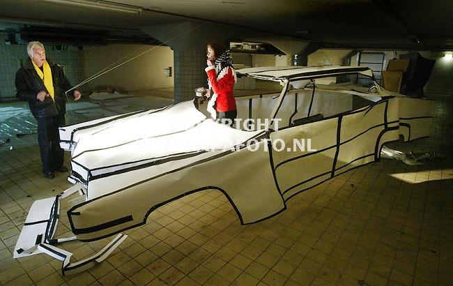 Arnhem, 020204<br /> Richard Menken bij 'de autosalon' in de Melksalon.<br /> Foto: Sjef Prins - APA Foto