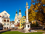Italien, Suedtirol (Trentino-Alto Adige), Eisacktal, Brixen: Hofburgplatz mit Jahrtausendsaeule und Dom zu Brixen | Italy, South Tyrol (Trentino-Alto Adige), Bressanone: Hofburg square with Colonna Millenaria and Brixen Cathedral